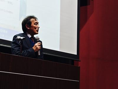 人文学部の鈴木光太郎氏