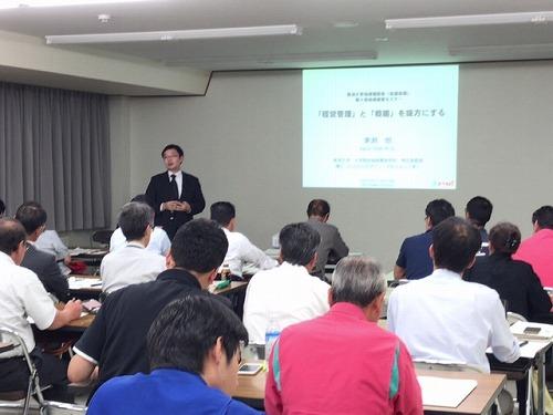 大学院技術経営研究科東瀬特任准教授の講演の様子