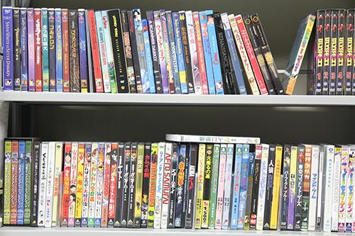 研究室には膨大な数のアニメーション作品に関する資料が集められている