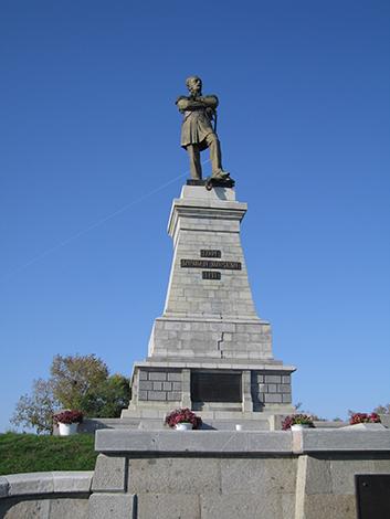 東シベリア総督のムラヴィヨフ像。1860年、彼が沿海州地域を中国から奪ったことで、環日本海の状況が一変した