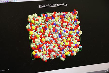 溶液内のイオンの動きをシミュレーションを用いて可視化する