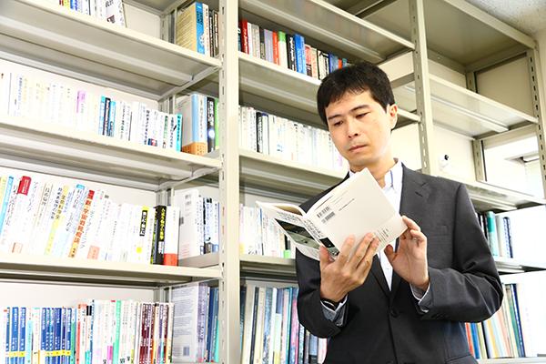 人文社会科学系(創生学部)佐藤 靖 教授