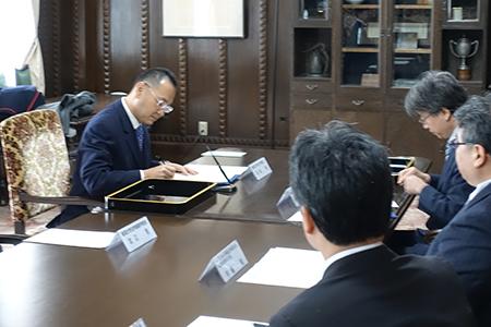 神戸大学法科大学院との調印の様子