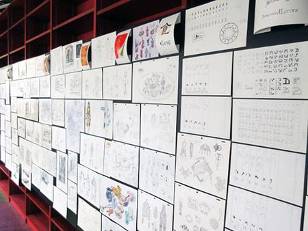 『物語エンジン』中間素材展の様子