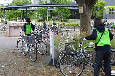五十嵐キャンパス内の放置自転車整理