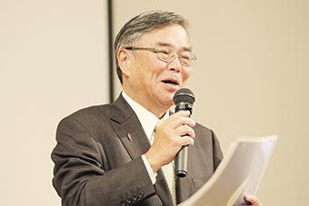 閉会挨拶を行う(株)新潟日報社 小田敏三代表取締役社長
