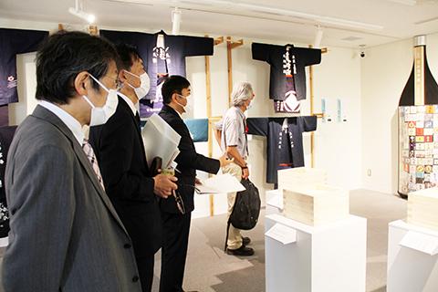内覧会の様子(企画展「日本酒学展」)